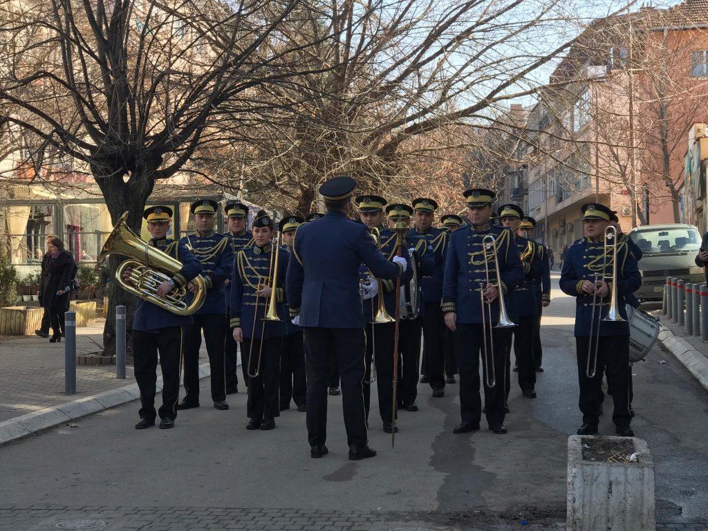 Sheshet e kryeqytetit mbushen me Ushtri të Kosovës