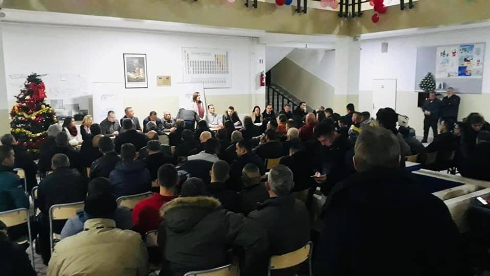 Detaje nga përleshjet e anëtarëve të PDK-së në Istog (video)
