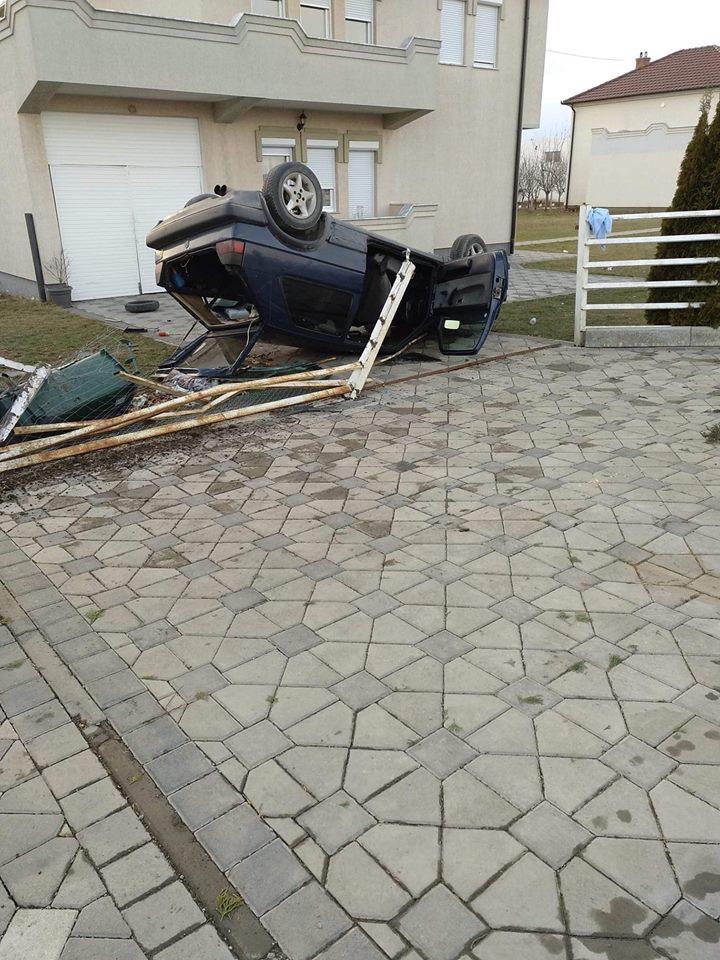 Tre të lënduar nga rrokullisja e veturës në Podujevë