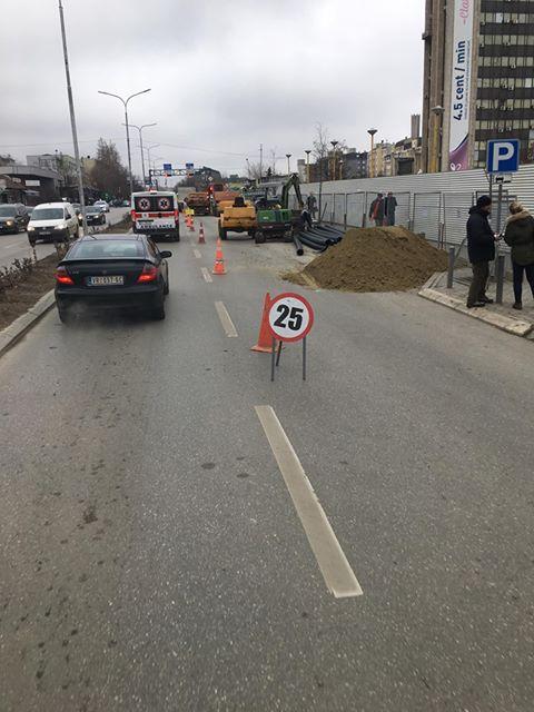 Gërmimet në rrugët e Prishtinës po shkaktojnë kolona të gjata