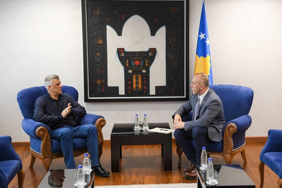 Thaçi para nisjes për në SHBA takohet me Haradinajn