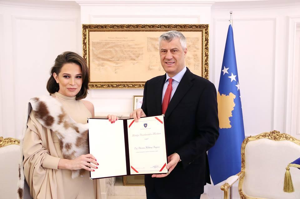 Thaçi dekoron kreatoren Blerina Kllokoqi-Rugova