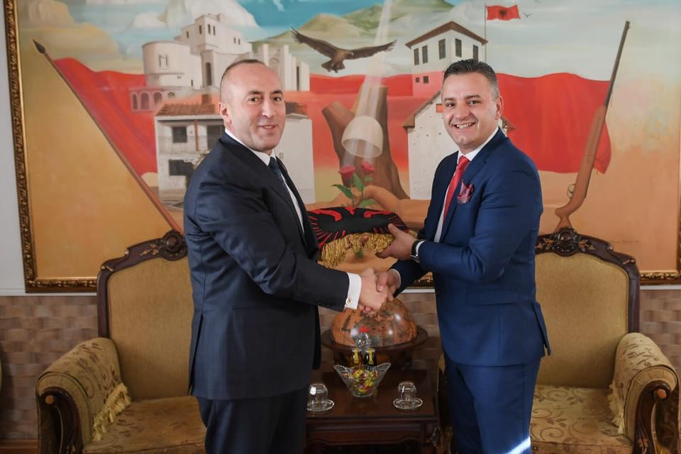 Haradinaj shkon i vetëm në Kullën e Jasharajve