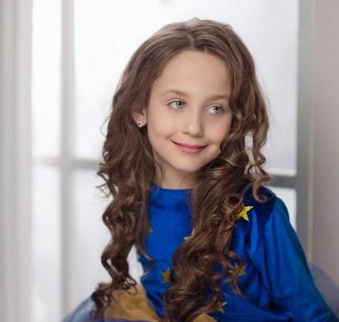 """""""Dea Hoxha  vajza e vogël me një bukuri përrallore """""""