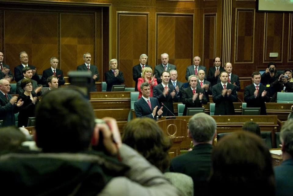 Thaçi uron 11 vjetorin e Pavarësisë, thotë se para njëmbëdhjetë vjetëve ishte akti historik