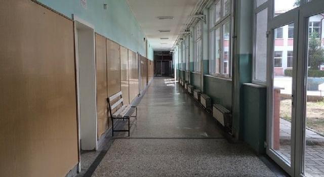 Hodhi sprej në dy klasë, arrestohet nxënësi