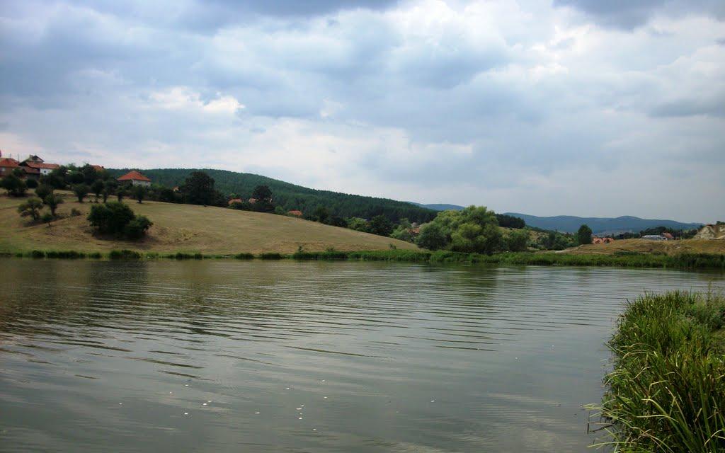 Gjendet pa shenje jete personi që kishte rënë në liqenin e Livoqit