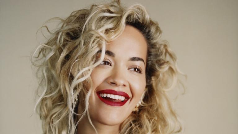 Rita Ora shfaqet 'përvëluese'
