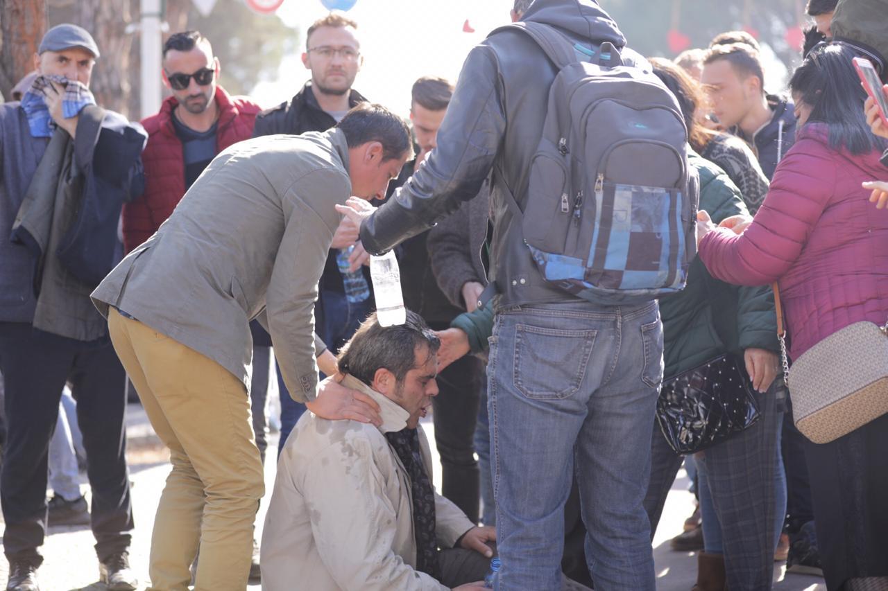 Eskalon protesta në Shqipëri, ka edhe të plagosur