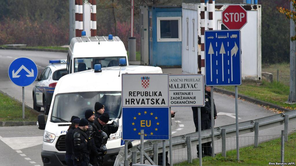 Policia kroate zbulon dhjetëra migrantë në një kamion