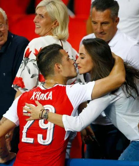 """Edhe gruaja e Xhakës bëhet """"futbolliste"""""""