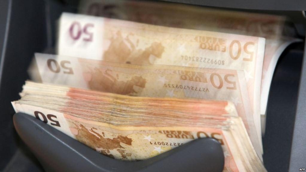 Mosmiratimi i buxhetit bllokon shtetin