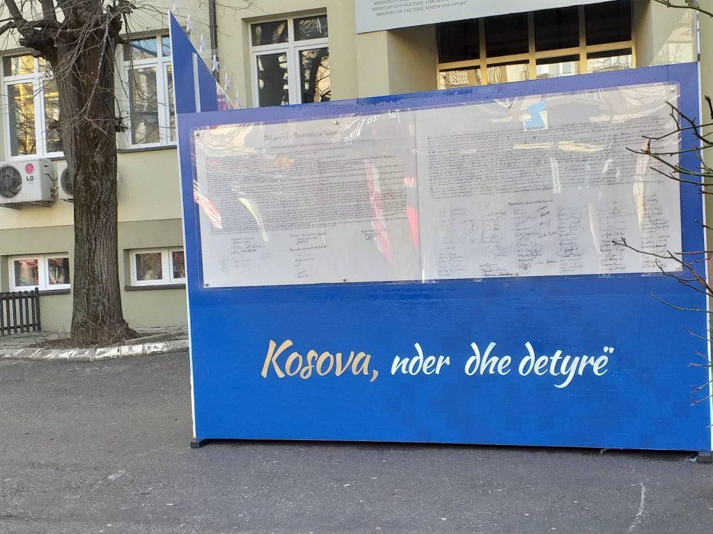 """Deklarata e Pavarësisë vendoset në Sheshin """"Nëna Terezë"""""""