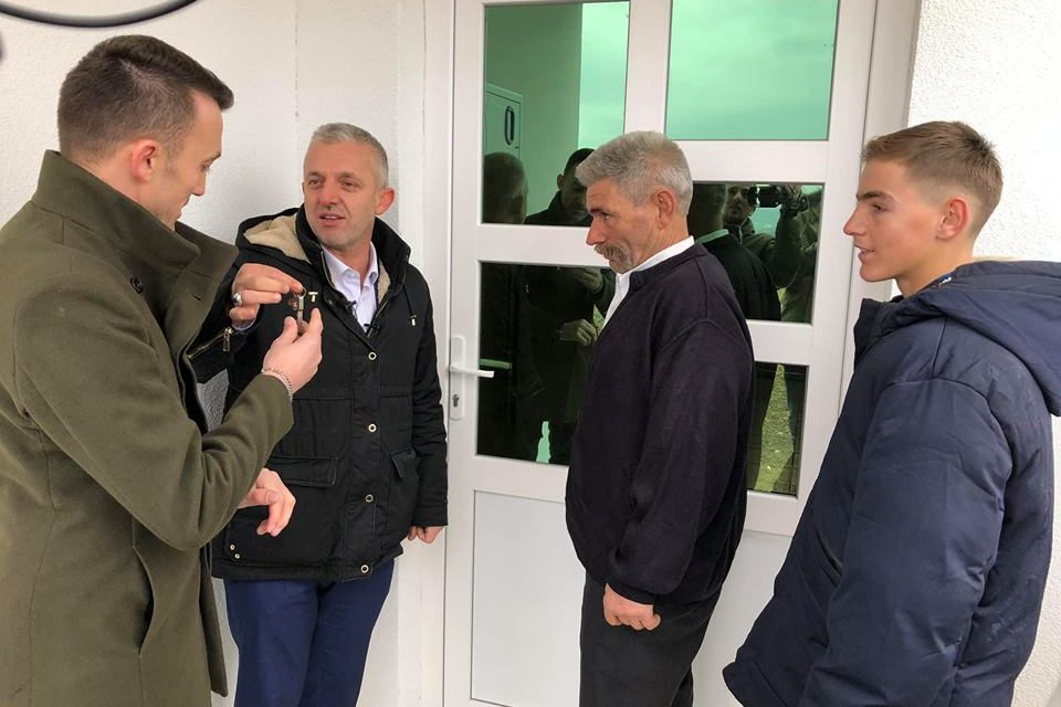 Kastrati e bën me shtëpi të re edhe Bill Klintonin e Kosovës