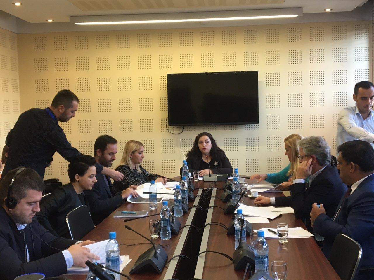 Osmani e Konjufca përplasen me Thaçin e PDK-së në Komisionin për Punë të Jashtme