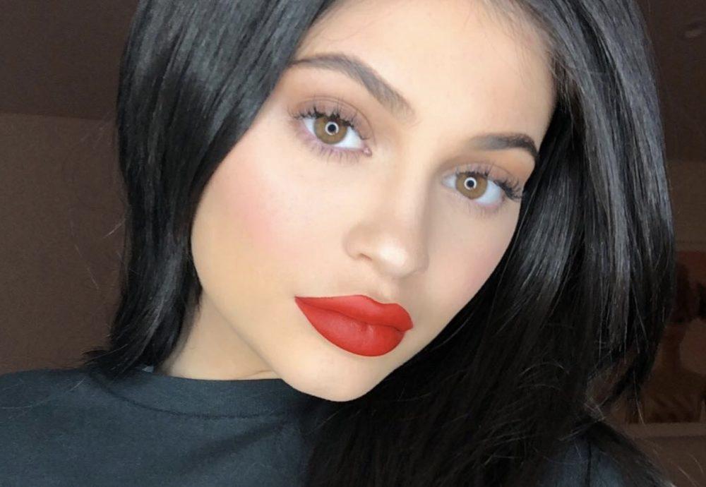 Kylie Jenner ju thotë mirëmëngjesi me këto fotografi përvëluese