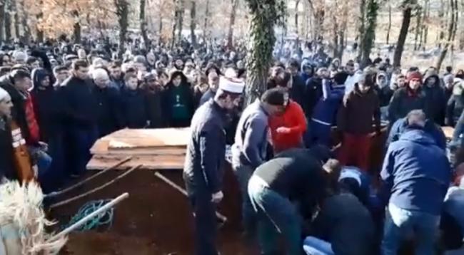 Varrosen tre anëtarët e familjes Sope që humbën jetën tragjikisht në Zhur