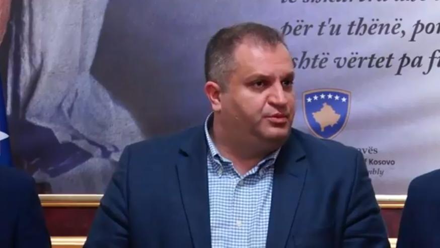 Ahmeti thotë se nuk e ndihmojnë PDK-në për t'a rrëzuar AAK-në
