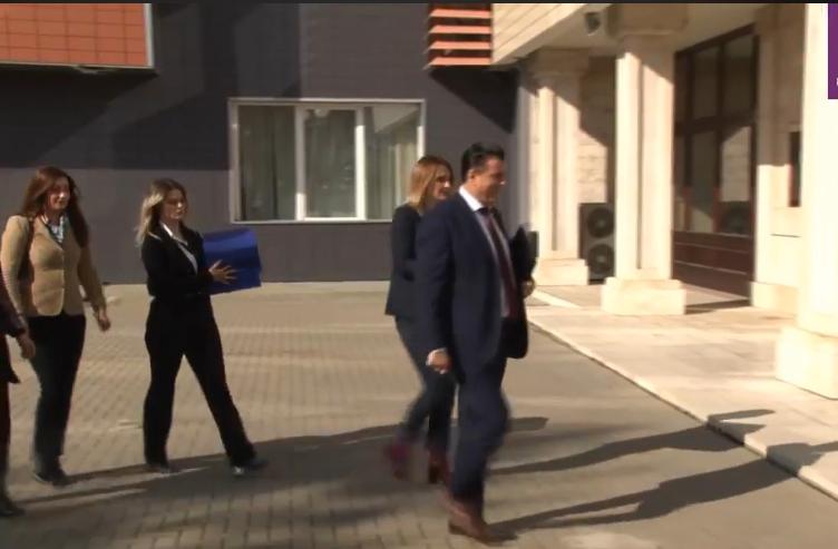 Agim Bahtiri këmbëngul në bashkimin e Mitrovicës, peticionin e dorëzon edhe te Presidenti