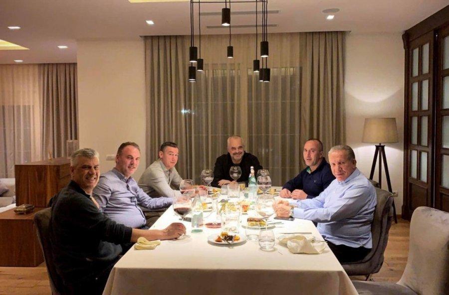 Një darkë e relaksuar e krerëve të koalicionit me Thaçin e Ramën