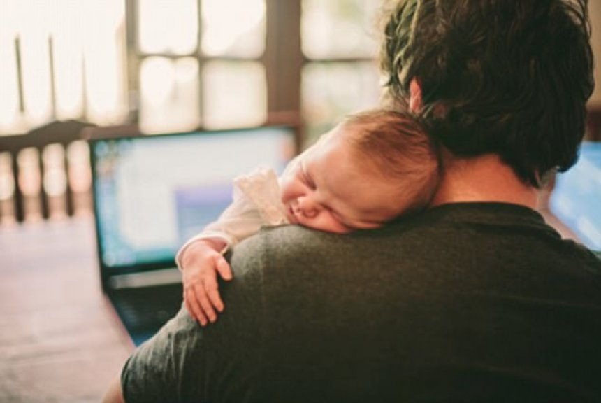 Periudha e lehonisë, propozohet që baballarët të pushojnë deri në 8 javë