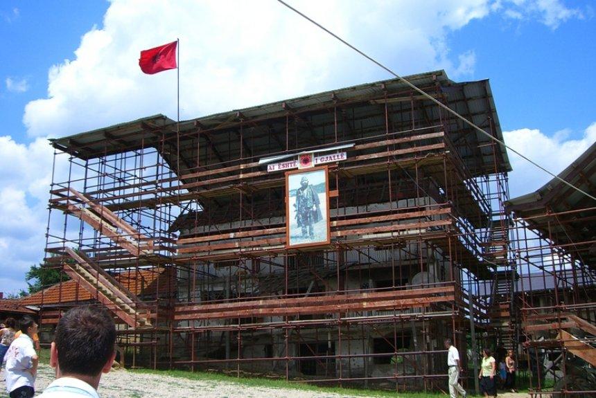 Mijëra vizitorë në Prekaz për 11 vjetorin e Pavarësisë