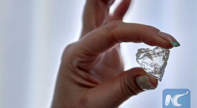 Gjendet diamanti 300 milionë vjeçar në formë zemre