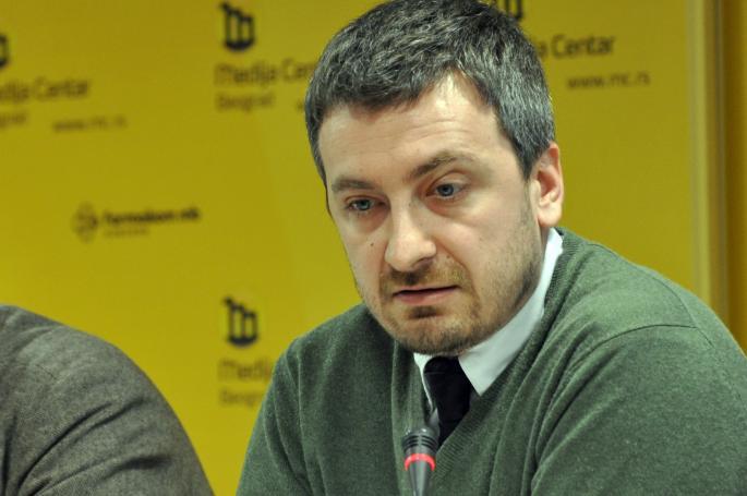 Gazetari serb akuzon Vuçiqin për taksën e Kosovës ndaj Serbisë