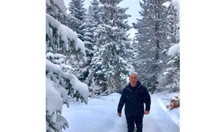 Haradinaj dashamirës i vendeve malore, del për ecje në malet e Mushtishtit