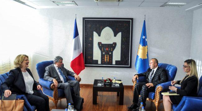 Franca i bën thirrje Kosovës që të heq taksën