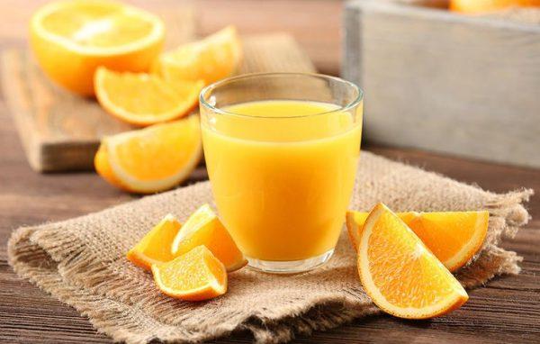 Ja pse duhet të pimë lëng portokalli në mëngjes