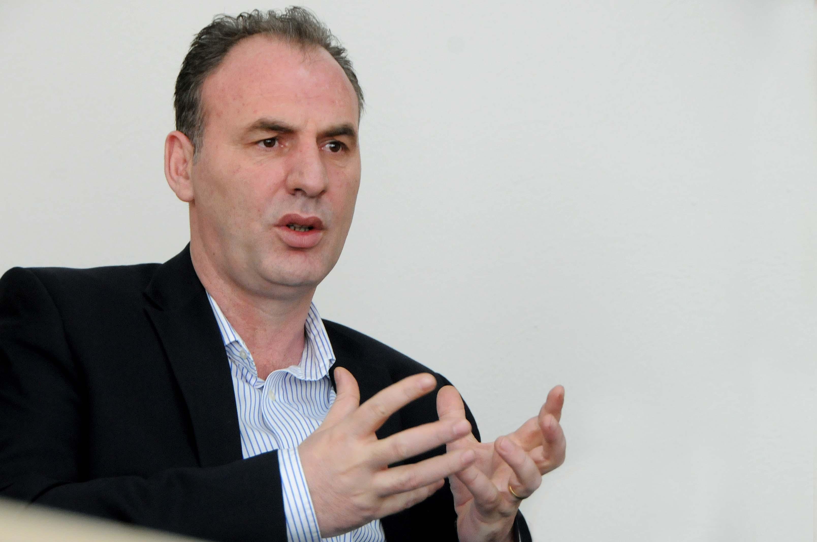 Limaj: Taksa nuk do të hiqet pa plotësimin e kushteve