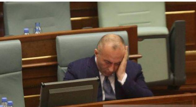 Kryeministrin Haradinaj e ministrin Hamza i zë gjumi në Kuvend