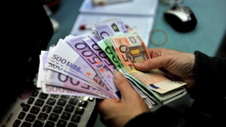 Publikohen pagat me rritje për profesionistët shëndetësor