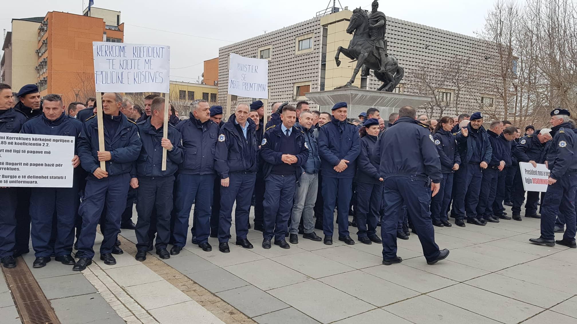 Ligji i Pagave, dy sindikata protestojnë para Qeverisë