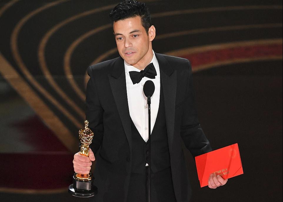 Rami Malek i dhuron puthje pasionante të dashurës së tij në Academy Awards
