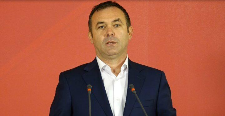 A po rrëzohet qeveria Haradinaj për shkak të taksës?