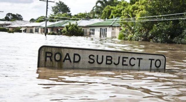 Rrezikohen banorët nga përmbytjet në këtë vend (video)