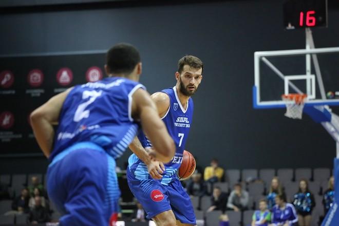 """Basketbollisti kosovar që shënoi """"Quadruple-Double""""!"""