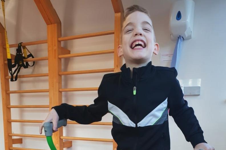 Ai dëshironte vetëm të mund të ecte, tani pas operacionit edhe mund të vallëzojë