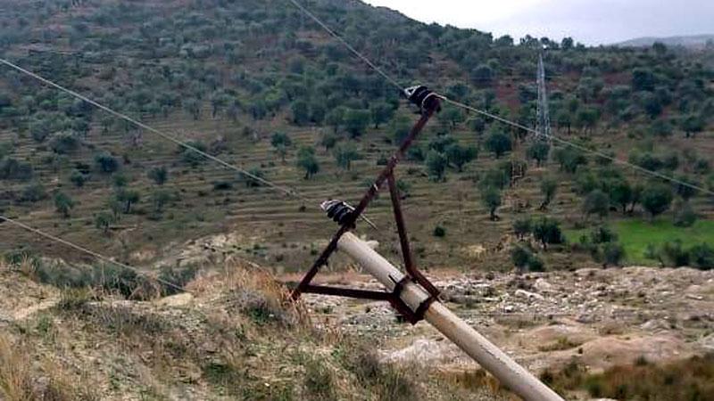 Vlorë: Era e fortë rrëzon shtyllat e tensionit të lartë