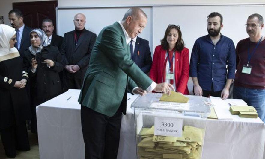 """Zgjedhjet lokale në Turqi, opozita """"i rrëmben"""" kryeqytetin Erdoganit?"""