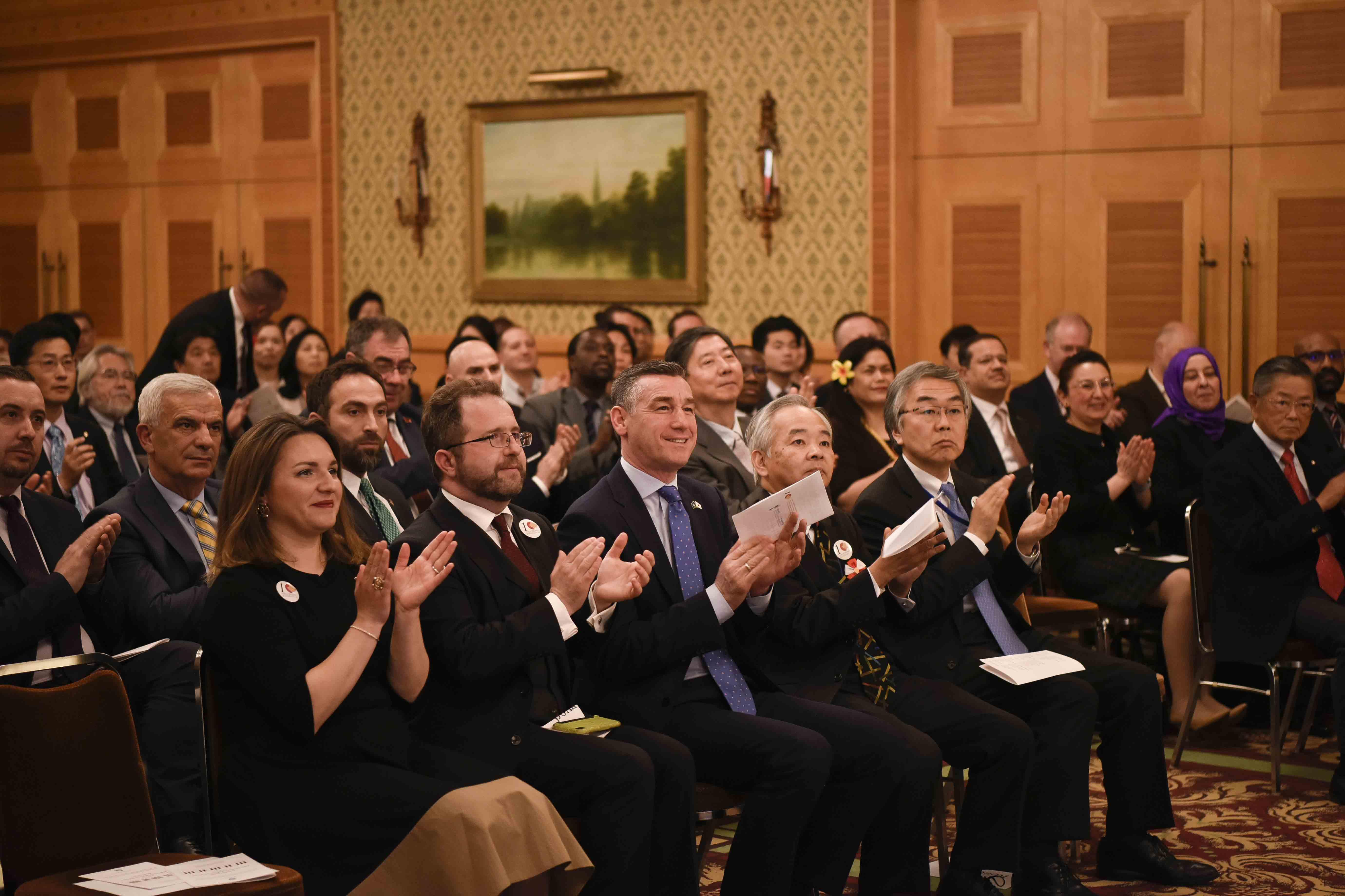 Veseli në Japoni: Miqësia e vërtetë nuk njeh distanca gjeografike dhe as barriera humane