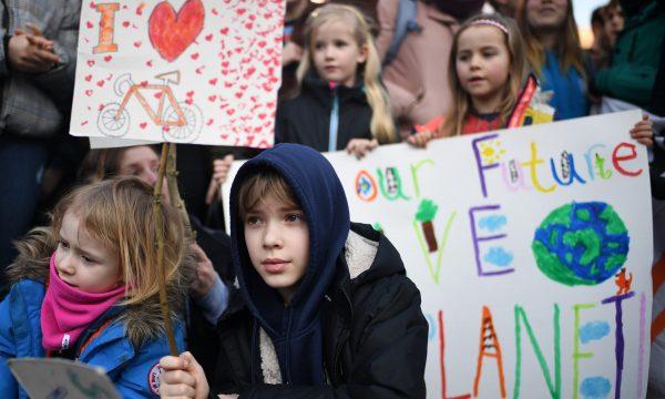 Anembanë botës të rinjët në grevë për ndryshimet klimatike