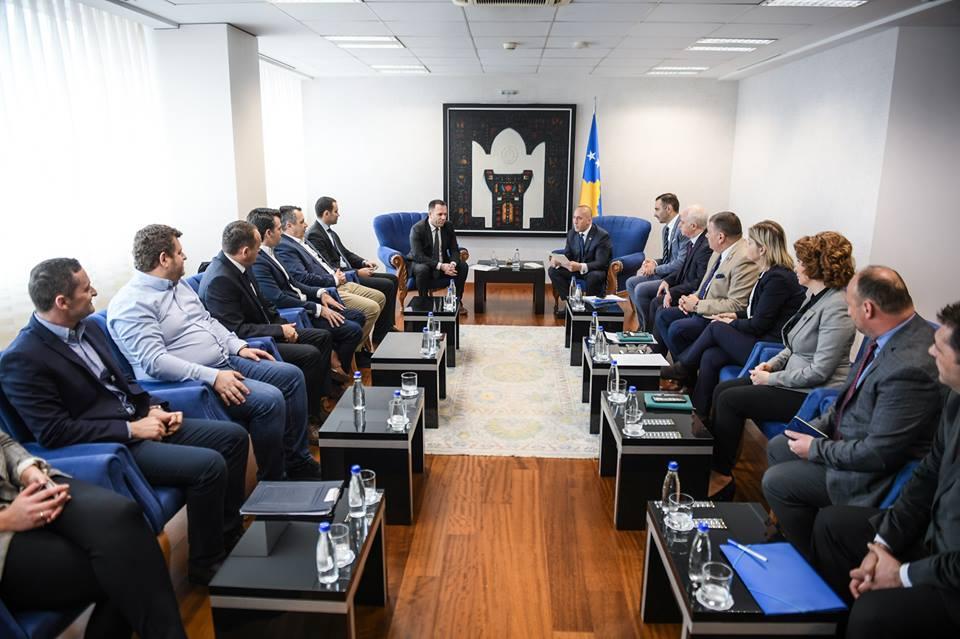 Haradinaj takohet me përfaqësues të bizneseve, thotë se shqetësimet e tyre do të adresohen