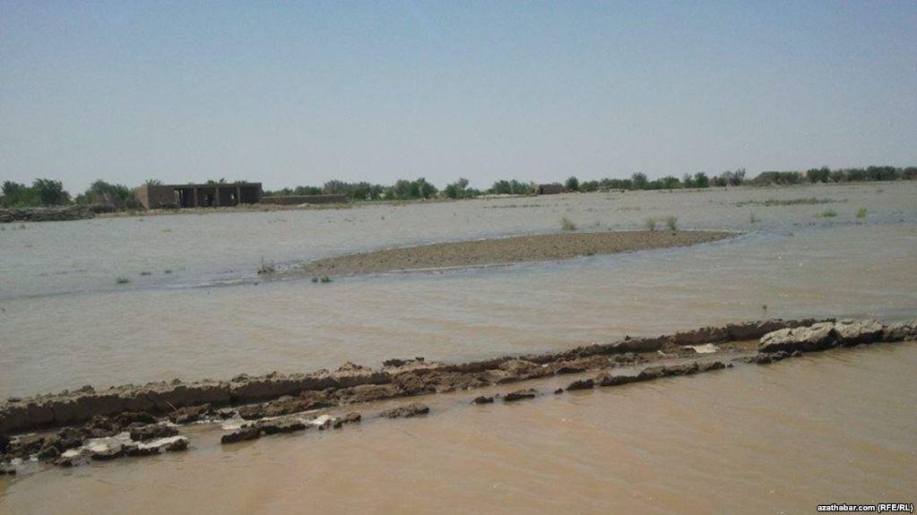 Vërshimet në Afganistan, ndërrojnë jetë 17 persona