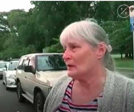 Rrëfen dëshmitarja se si e ndihmoi një të plagosur që të fliste me gruan në telefon, i cili pas disa minutash ndërroi jetë