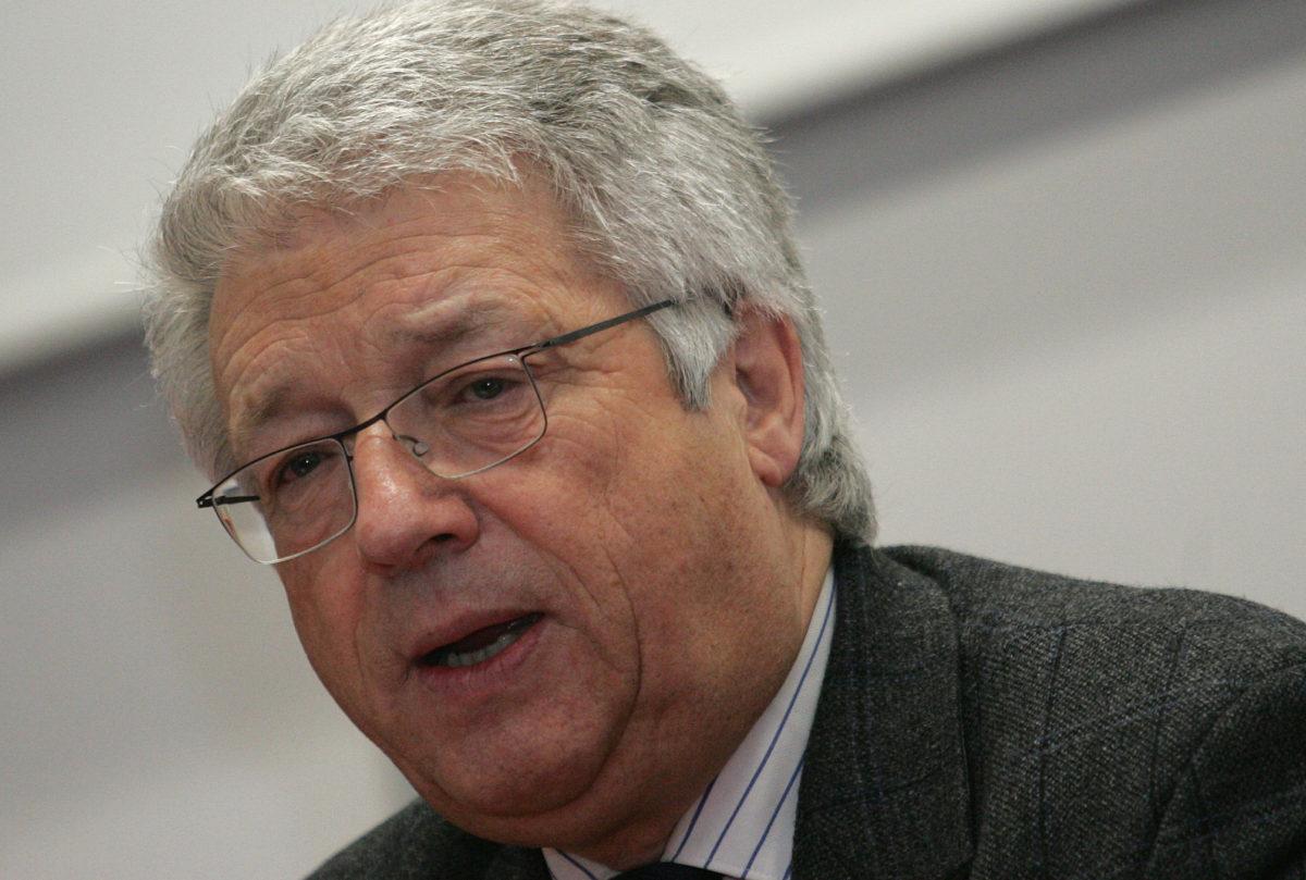 Diplomati austriak tregon se kush duhet të ndërmarrë hapin e parë për të vazhduar dialogu