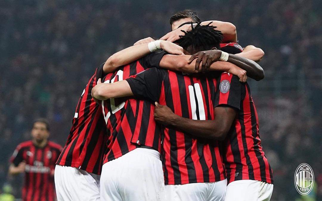 Milan shënon fitore të mundimshme