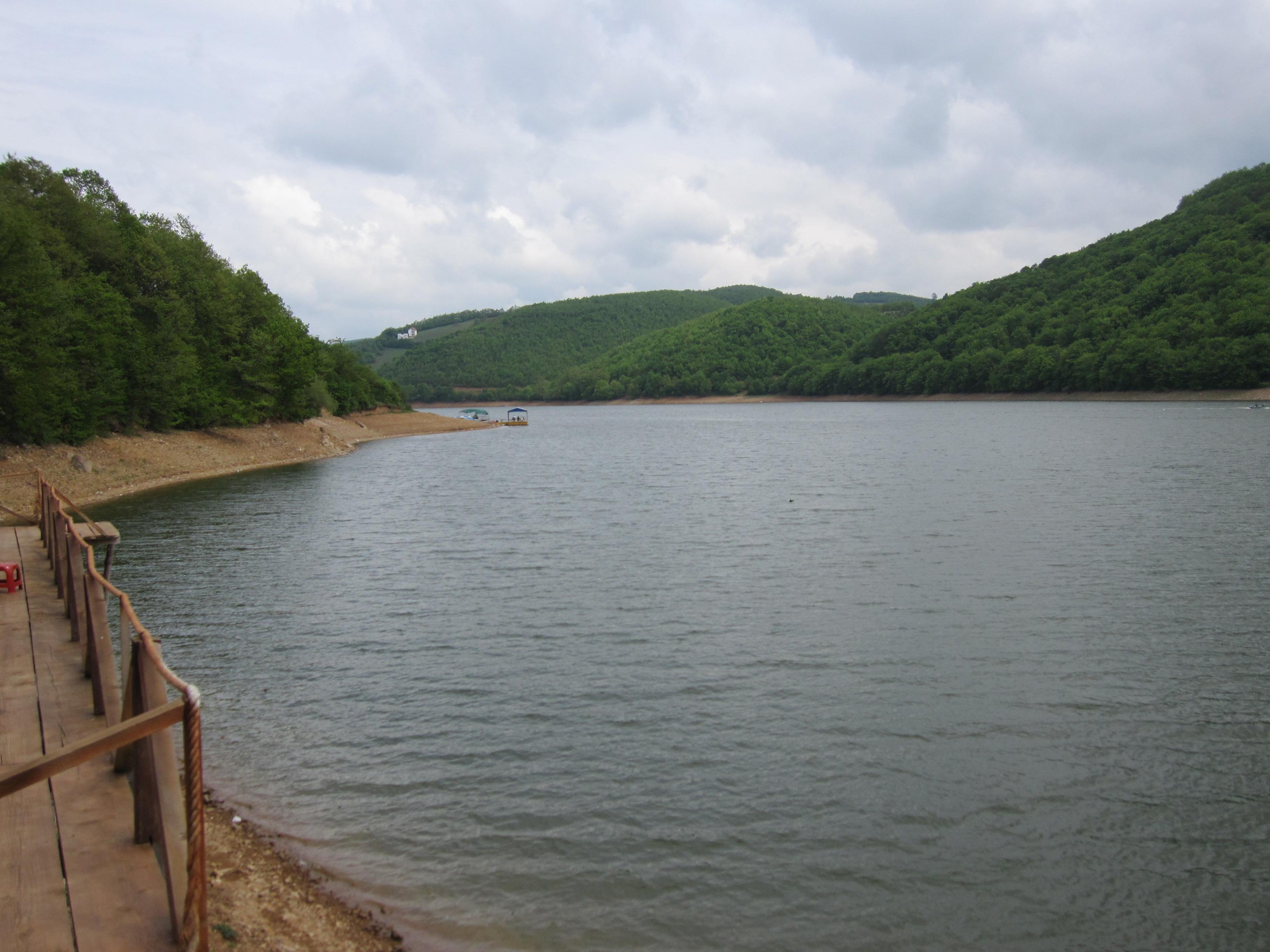 Niveli i ujit në liqenin e Batllavës dhe Badocit bie për 4 metra